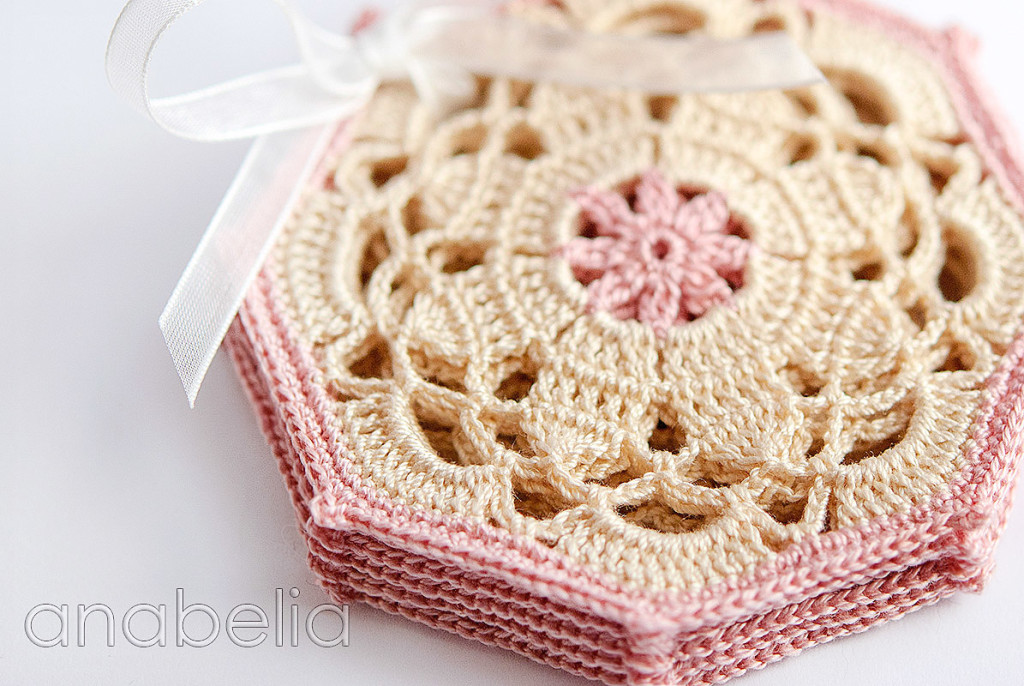 Crochet coasters pink set 2 by Anabelia