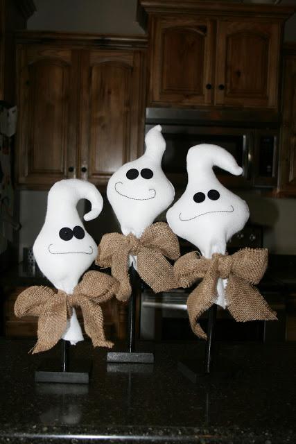 Halloween  i fantasmini fatti con coni di cartone - Tutorial 87c44f47d631