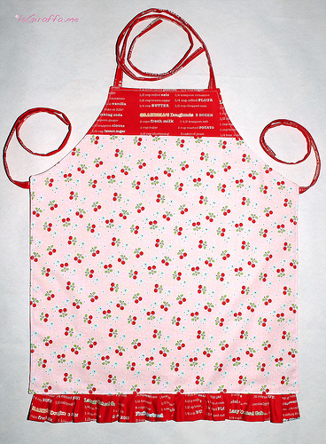 Come cucire grembiule per bambina tutorial in italiano e cartamodello - Come fare il corallo in cucina ...